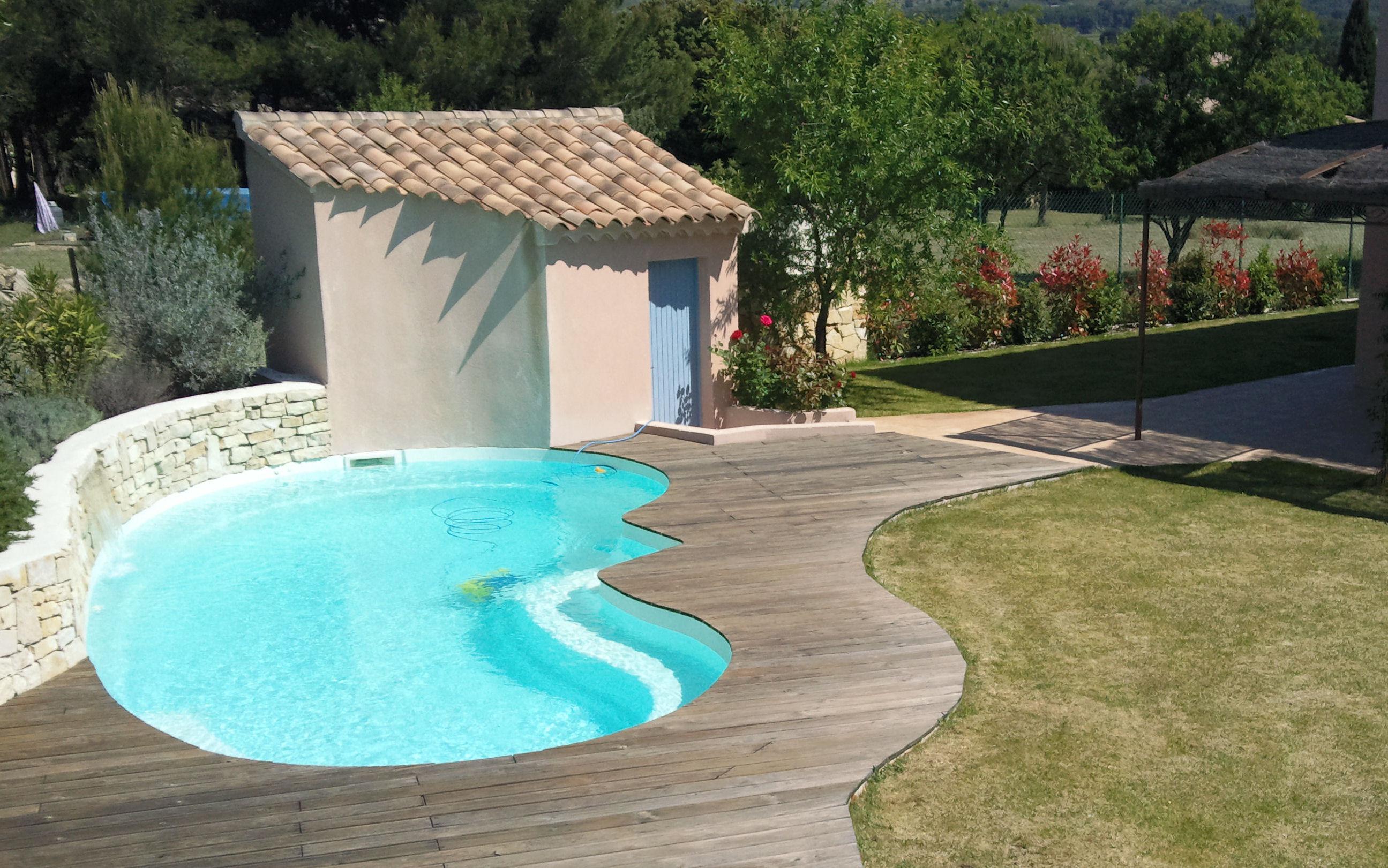 piscine forme haricot une piscine en bton piscine coque haricot les couvertures piscine de. Black Bedroom Furniture Sets. Home Design Ideas